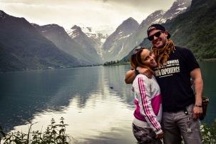 Isa y yo delante del glaciar al fondo